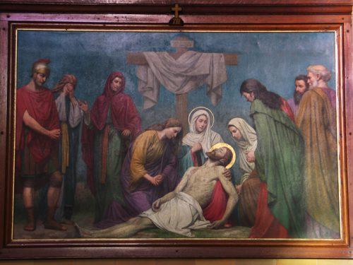 De dertiende statie: Jezus wordt van het kruis afgehaald